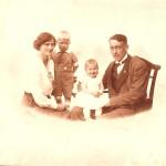 Nana og Gunnar Pedersen med Kaj og Ditte o.1918